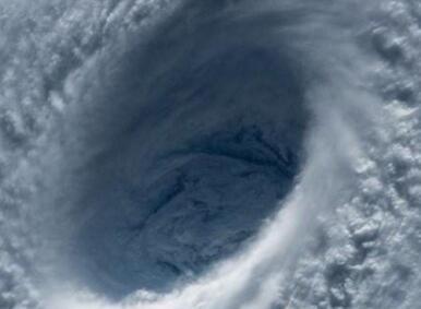 """热带气旋""""法尼""""登陆在即 印度紧急疏散约80万人"""